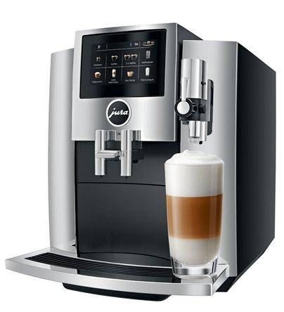 silberner Kaffeevollautomat Jura S8 mit Latte Macchiato